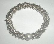Armband aus Silberösen mit Silberkugel