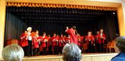 Der Chor in der Guckkasten-Bühne
