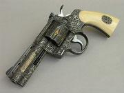Colt Python Revolver mit ziselierter Gravur, ausgeführt vor über 3 Jahrzehnten.