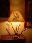 Lampe bois flotté / Abat jour 'la femme bleue'  - 118 €