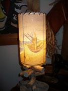 Lampe en bois flotté/ abat-jour 'les barques'  - 60 €