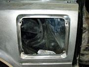 Toyota MR-2 aw11/ der speckige Lack vom eingeschweißten Seitenteil muss komplett neu aufgebaut werden.