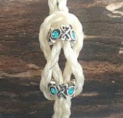 Variante 1: ineinander verschlungen, 4fach rund geflochten mit 2 Perlen