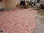 terrasse en pavés sablés granit rose nuancé