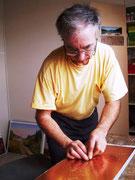 """2-  Gravure,estampe :   Graver avec la pointe sèche ou le burin directement dans la plaque, c'est la technique de la """" taille douce """"."""