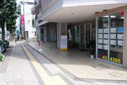八王子駅南口から南へまっすぐです。