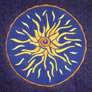 """""""SONNENGEFLECHT / SOLAR PLEXUS"""", Art-Quilt, handbemalte Seide, handgefärbte und kommerzielle Stoffe, 125 x 125 cm"""