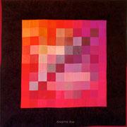 """100 FARBEN ROT / 100 COLORS RED"", Art-Quilt, handbemalte Seide, kommerzielle Stoffe, 100 x 100 cm"