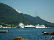 Damit geniessen wir auch einen schönen Blick auf die 3 Kreuzfahrtschiffe