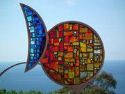 Schön gemachtes Glasmosaik das in der Sonnen glänzt