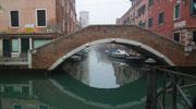 Immer wieder hübsch anzusehen, die backsteingemauerten Brücken . . .