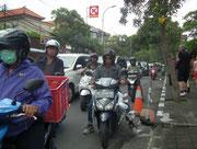 Hauptverkehrsmittel sind Mofas und Motorräder