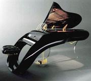 Selbstverständlich erhältlich in klassisch-schwarzen Klavierlack . . .