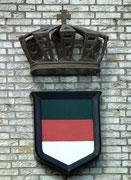 Das Helgoland-Wappen: Grün das Land - Rot die Kant - Weiss der Strand.