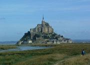 Erste Blicke auf den Mont Saint Michel . . .