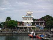 Das markante Gebäude der «Benoa Pilot Station». Hier warten die Lotsen auf ihre Arbeit