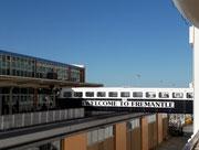 Über diese Passerelle erreichen wir das Zoll- und Hafengebäude von Fremantle