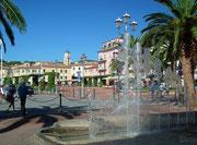 Das Wasserspiel am Ende des grossen Hafenplatzes . . .
