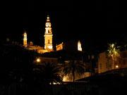 Die Basilika wird nachts hübsch angestrahlt, wie . . .