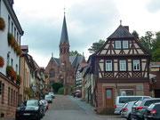 Die evangelisch-lutherische Johanniskirche mit dem spitzen Turm