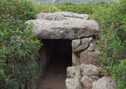 ...(ital. tomba gigante) beerdigten