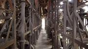 Mehrere Meter hohe Eisenplastiken sind auch begehbar