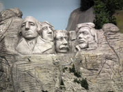 Mt. Rushmore mit den 4 US-Präsidenten: Washington, Roosevelt, Jefferson, Lincoln