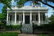 Wie unschwer an den schönen Häusern und Villen zu erahnen, leben hier die Besserverdienenden
