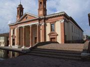 Wunderschöner Tempelbau im idyllischen Comacchio