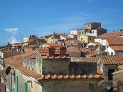 . . . und über die Dächer von Capoliveri