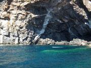 Schöne Felsformationen und unterschiedliche Farben des Wassers