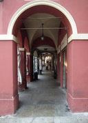 Wirtschaftskrise ? Fussgängerzone/-Arkaden in Parma: Kaum Menschen !
