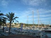 Kurzer Halt im kleinen Hafenstädtchen «Porto Cristo» an der Ostküste