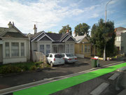 Der grün bemalte Radweg soll die Anwohner auf die Radfahrer aufmerksam machen