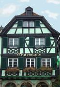 Die Apotheke in zartem Grün