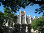 Das imposante Eingangsportal zum grossen Zentral-Markt