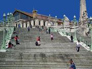 . . . der mit seiner grossen Treppe den Hauptbahnhof von Marseille darstellt