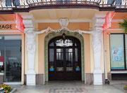 Hübsch renovierter Hoteleingang der gehobenen Klasse