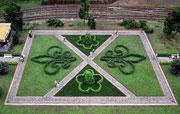 Detailreich gestaltete Gartenanlage