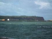 Blick von der Düne übers Meer zur Hauptinsel Helgoland