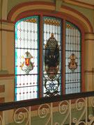 Fantastisch erhaltenes Bleiglas-Fenster . . .