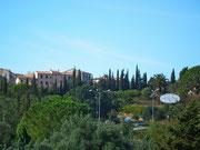 Blick hoch zum Städtchen Capoliveri
