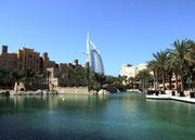 . . . und immer umgeben von wunderschönen (künstlich angelegten!) Parkanlagen . . .