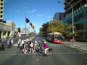 Disziplin: Die Fussgänger alle innerhalb, die Radfahrer außerhalb der Markierungen