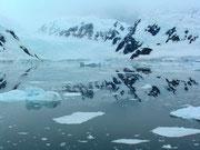 Eis und Wasser bei angenehmen Temperaturen