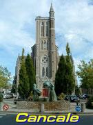 Halt vor dem imposanten Kirchturm im Städtchen Cancalle . . .