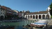 . . . und einen kleinen Yachthafen