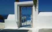 Eingangstor zum Privathaus an schöner Hanglage, bzw. Aussicht aufs Meer