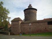 Hübscher runder Wehrturm der alten Stadtmauer