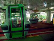 Die 6er-Gondeln auf der Umlauf-Station